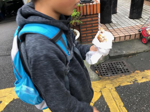 路地裏散策!唐揚げやさんで外帯(テイクアウト)@板橋【アレルギーっ子台湾旅】