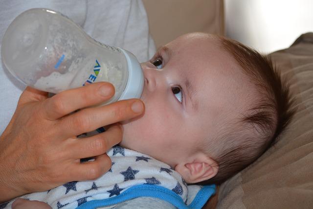 欧米では一般的な「乳児用液体ミルク」、アレルギー対応はあるのか…?
