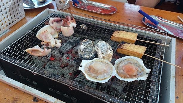 福岡に旅行するなら冬は「牡蠣小屋」おにぎりの持ち込みもOK!